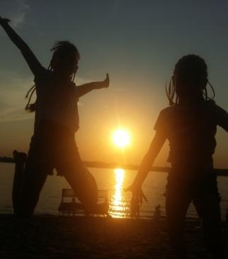 Дочурки Рита и Арина на Волге...
