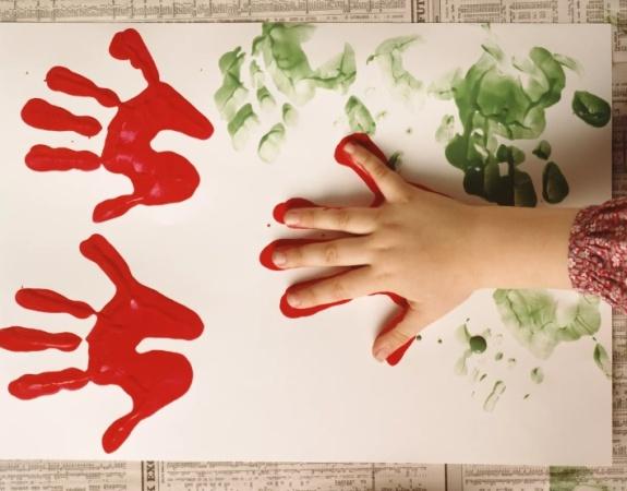 Занимательные поделки из отпечатков рук