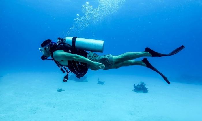 Кто пробыл под водой 24 часа?