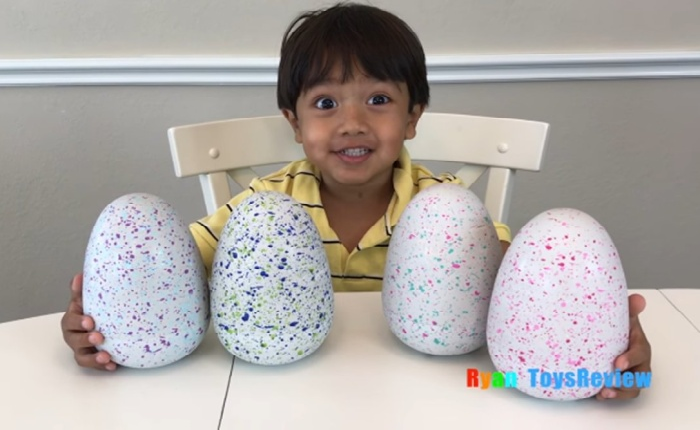 7-летний блогер стал миллионером, играя в любимые игрушки