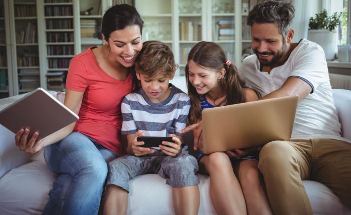 """Учёные подсчитали, сколько подростков ежедневно """"уходят"""" в виртуальный мир"""