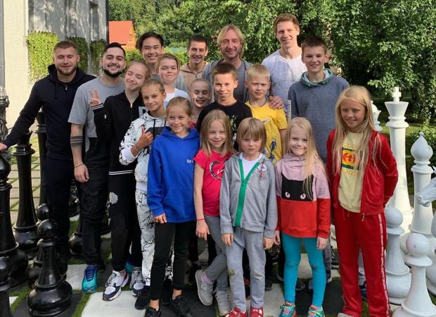6-летний сын Плющенко и Рудковской устроил пикник для своих друзей