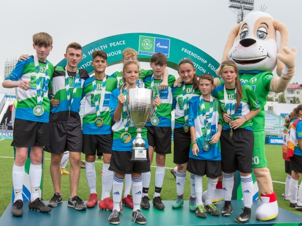 Юным спортсменам Международных детских игр вручили  специальную награду «Футбола для дружбы»