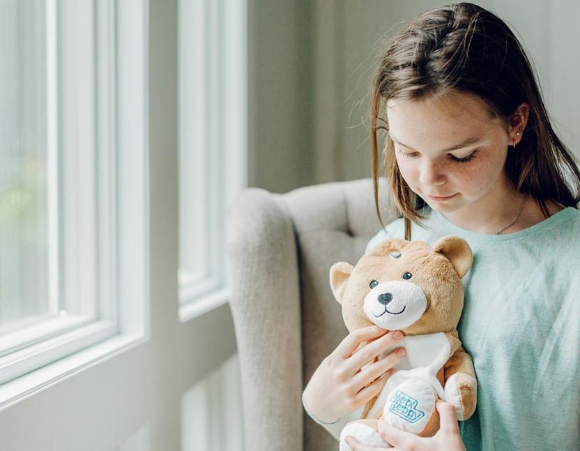 7-летняя девочка превратила больничные капельницы в плюшевых мишек и завоевала любовь пользователей Сети