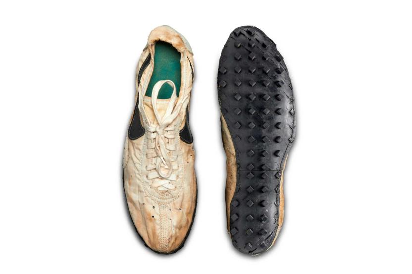 Пару кроссовок Nike продали с аукциона за 27,5 млн рублей