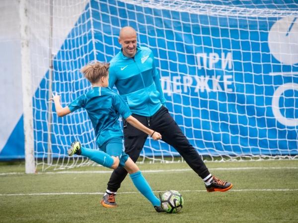 Ярослав Ракицкий и Бранислав Иванович встретились с победителями «Большого фестиваля футбола»