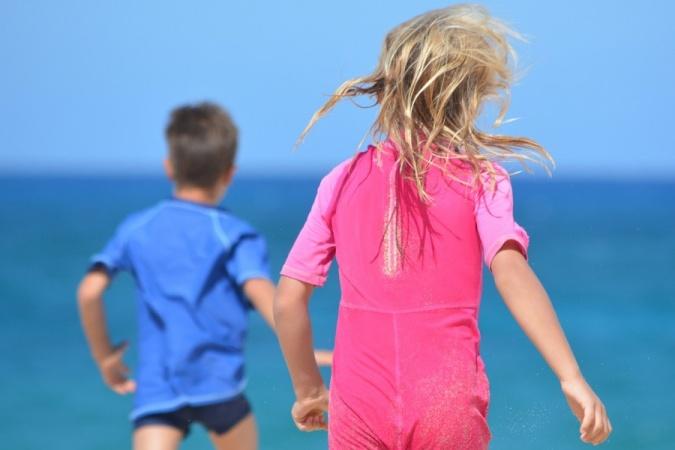Как появились традиция одевать мальчиков в голубой, а девочек в розовый цвет