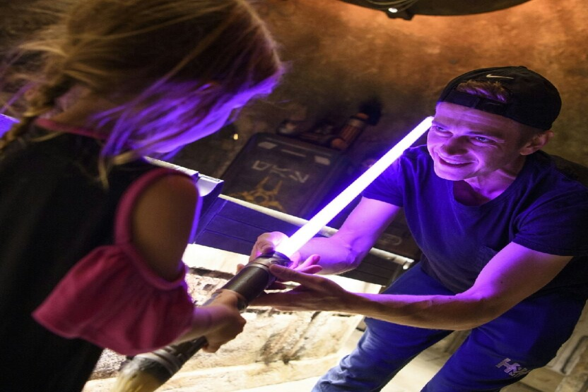 Хейден Кристенсен показал дочери «Звездные войны»