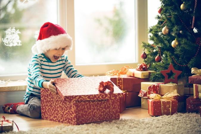 Почему Деду Морозу не стоит дарить детям дорогие подарки