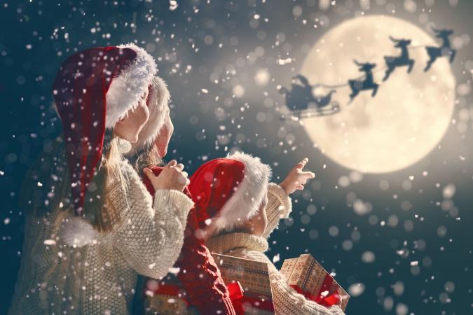 Санта-Клаус отправился в кругосветное путешествие в сопровождении истребителей