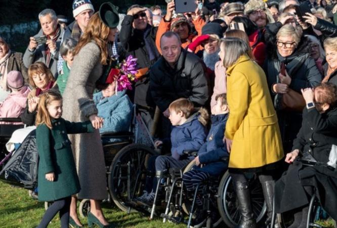 Своенравная принцесса: Шарлотта заставила Кейт Миддлтон покраснеть на людях