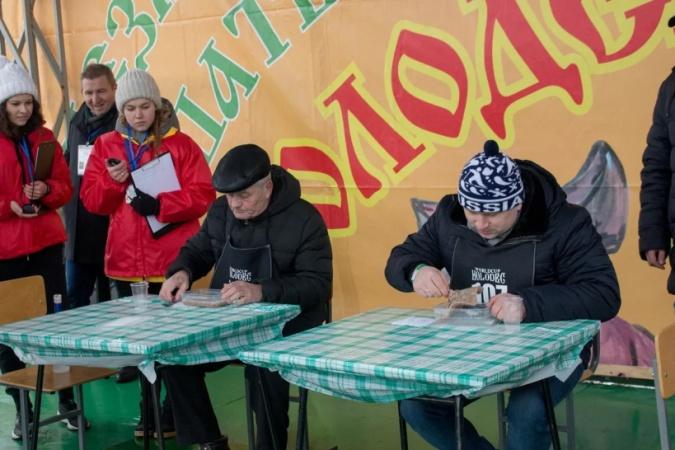 В Подмосковье прошёл первый в мире чемпионат по поеданию холодца