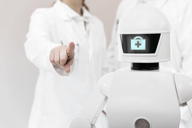 В Сингапуре за больными коронавирусом начали ухаживать роботы-медсёстры