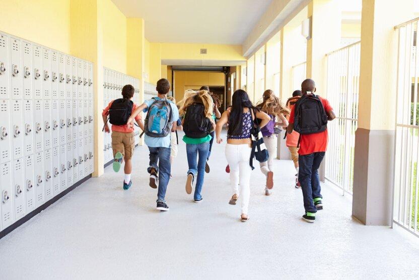 Российские школьники ушли на досрочные каникулы
