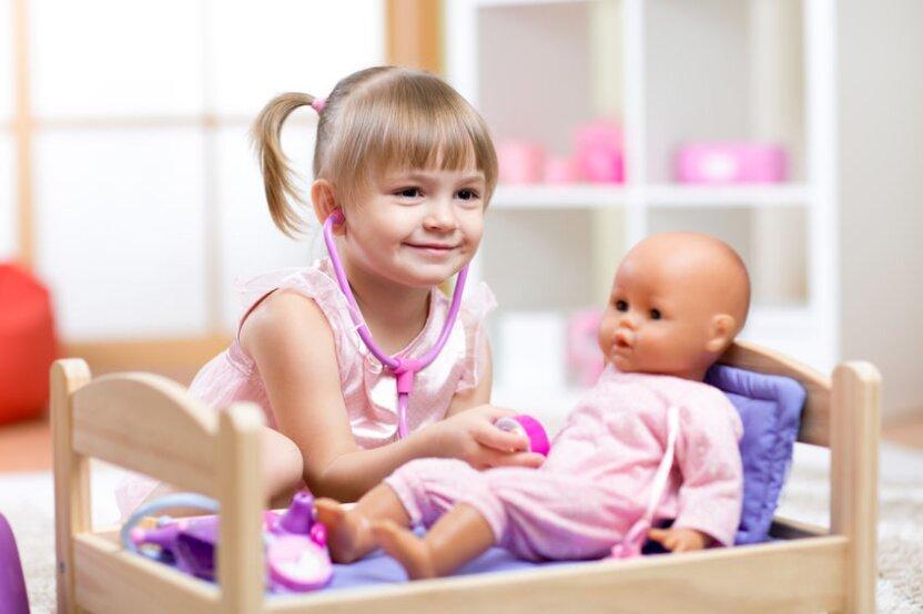 """Интернет-издание """"Мел"""" объясняет, почему детям надо играть в куклы"""