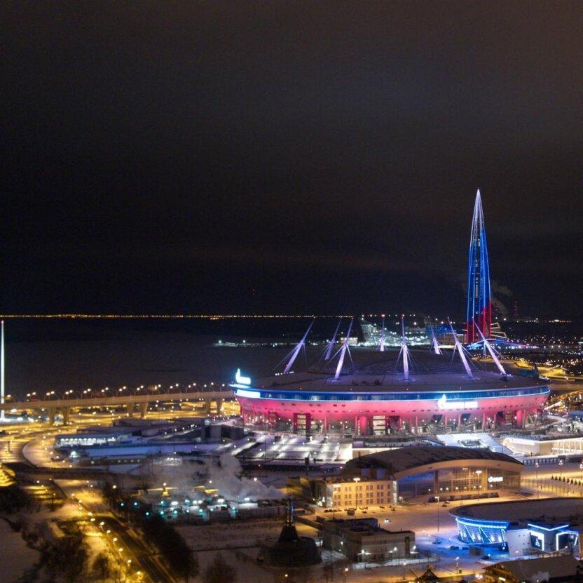 Световое шоу в новогоднем Санкт-Петербурге