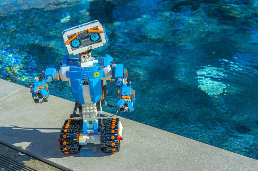 Состязания в бассейне для юных инженеров