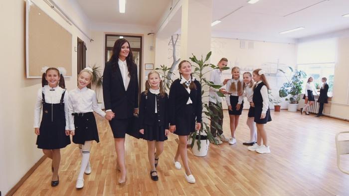 Оксана Федорова и «ХИТрюшки» записали гимн всех школьников