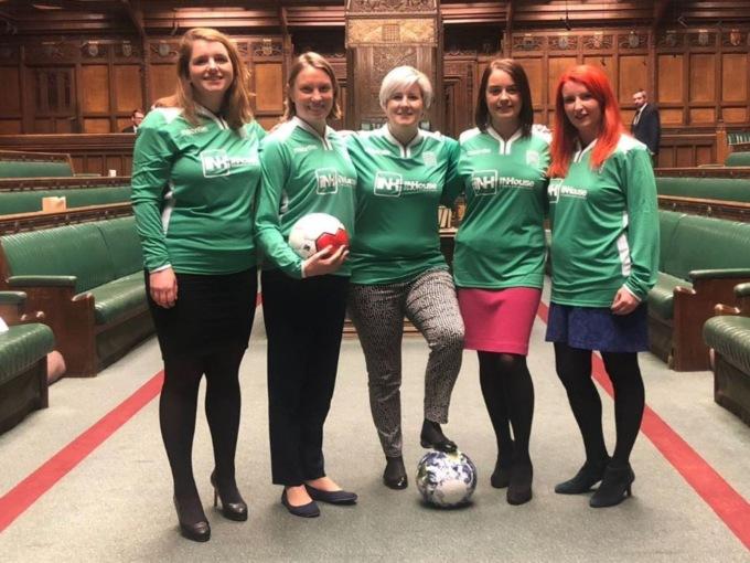 Ни дня без футбола: британские женщины-депутаты устроили матч прямо в здании Парламента